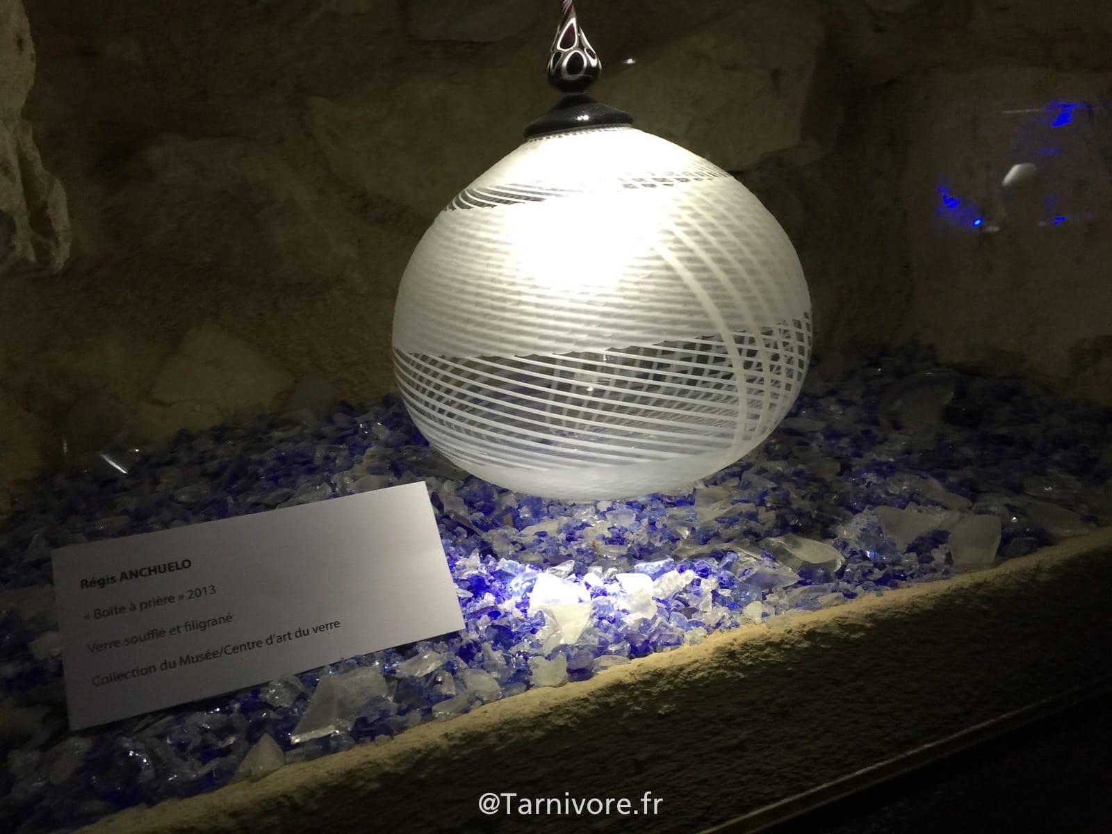 Une des oeuvres exposées au Musée du verre